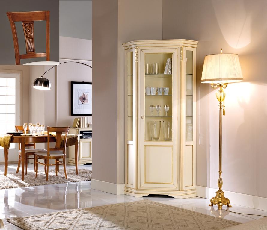 Angoliera stile classico in finitura laccato avorio con dettagli oro, cm. 76x76x215 h. - art. 088
