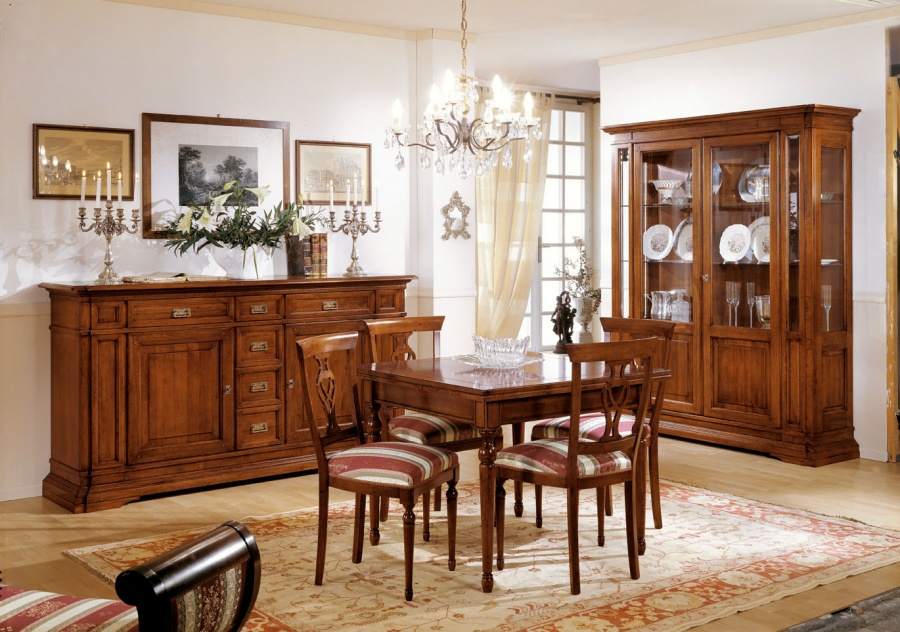 Sala da pranzo classica in legno massello colore noce for Tavolo da pranzo classico