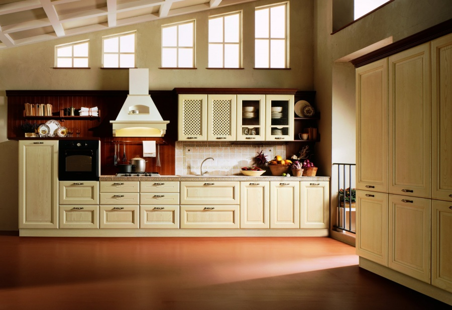 DAMA - Cucina classica con ante in legno massello di frassino ...