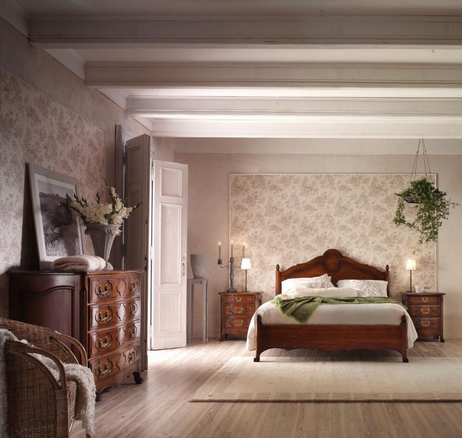Camera da letto classica in legno massello finitura noce. Letto matrimoniale art. 161 - Comò 4 ...