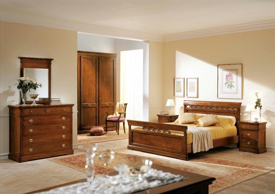 Camera da letto classica in legno massello finitura noce. letto ...