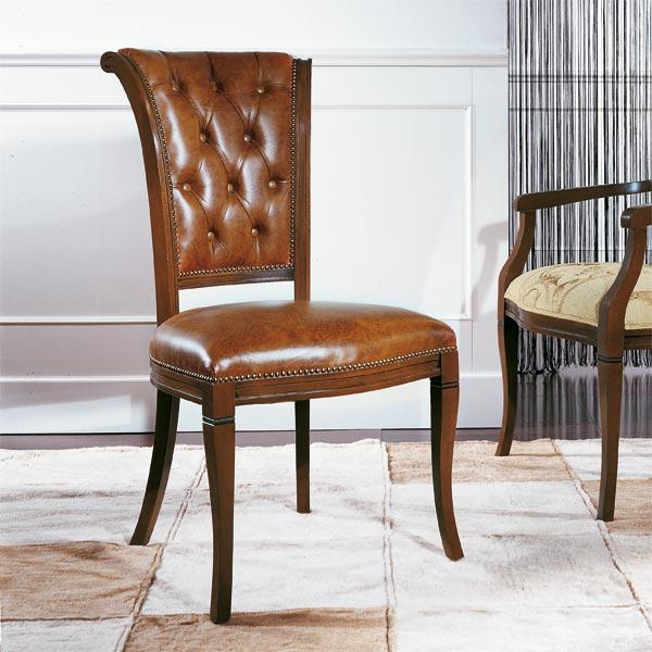 Sedia classica in legno massello imbottita in vera pelle con lavorazione capitonnè sullo schienale, art. 356