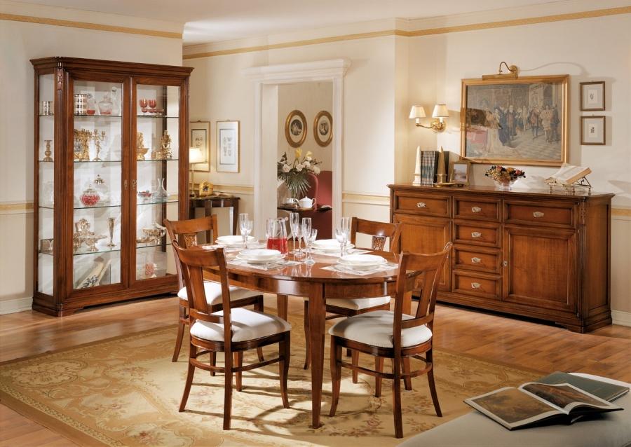 Sala da pranzo classica in legno massello colore noce - Quadri per sala da pranzo ...