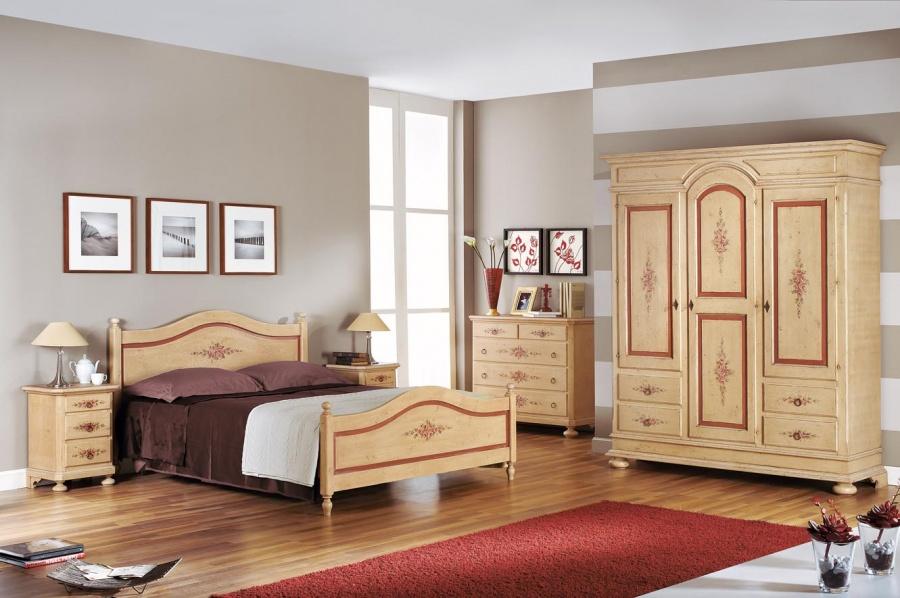 Camera da letto classica in legno massello finitura avorio anticato con profili rosso antico - Camere da letto stile antico ...