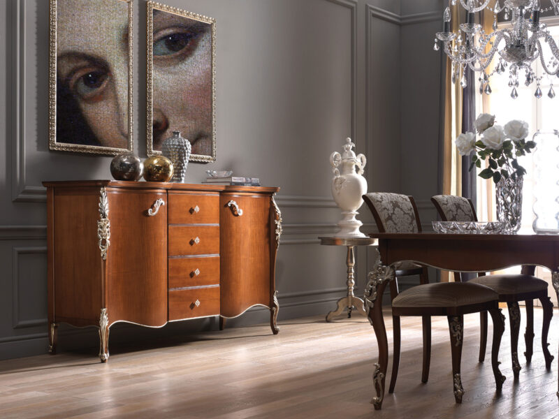 Credenza classiche con eleganti intagli realizzati a mano