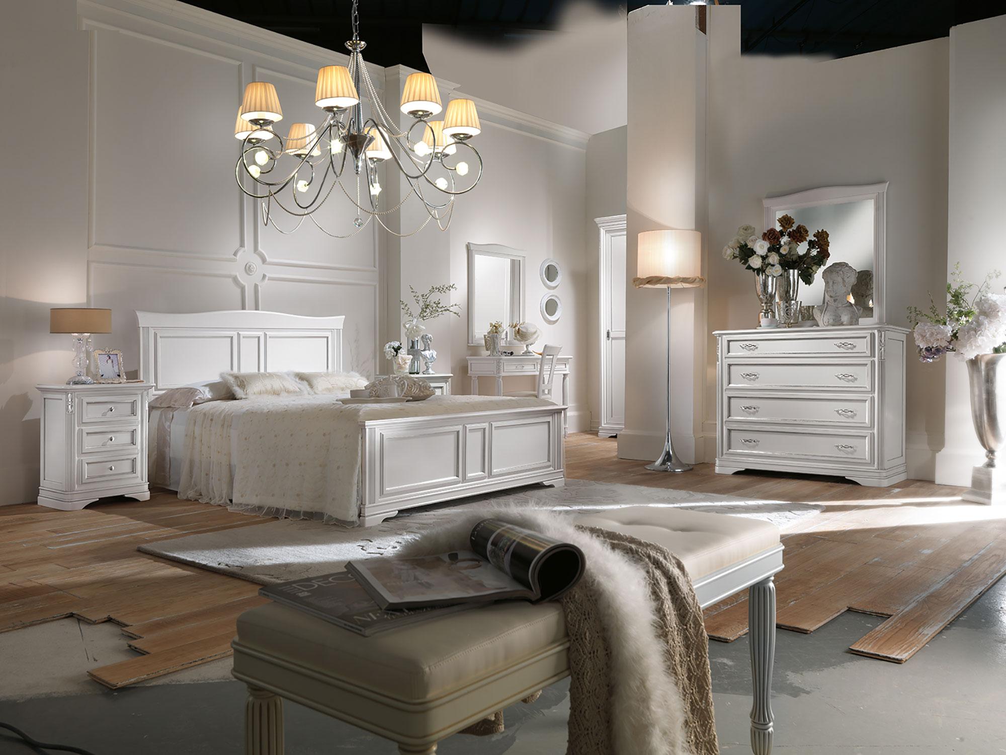 Camera da letto completa di letto matrimoniale, comò, comodini, panchetta, consolle e specchiera in finitura laccato bianco per rendere il tuo ambiente accogliente e luminoso