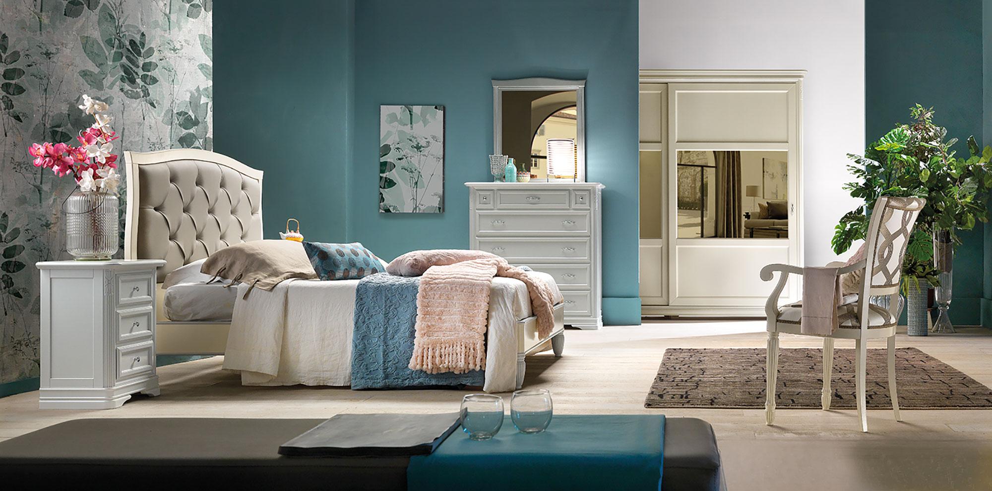 Camera da letto con lavorazioni intagliate completa in finitura laccata per un raffinato ambiente in stile classico